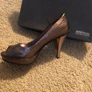 Pewter/bronze  peep toe shoes. Never worn